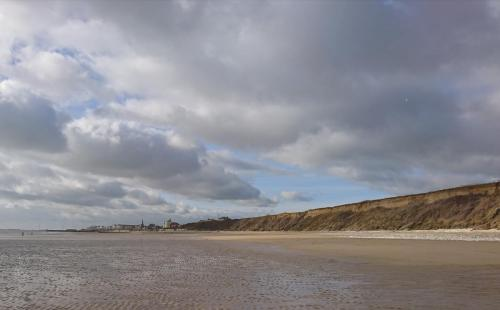 Bridlington North Sands, looking south.