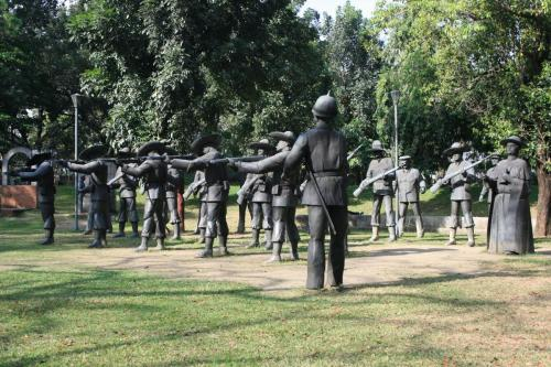 Statues depicting the execution of Jose Rizal